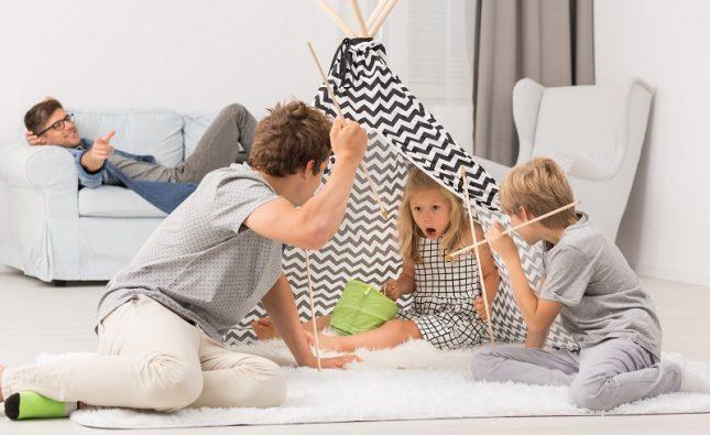 Jak bawić się z małym dzieckiem w domu i na dworze