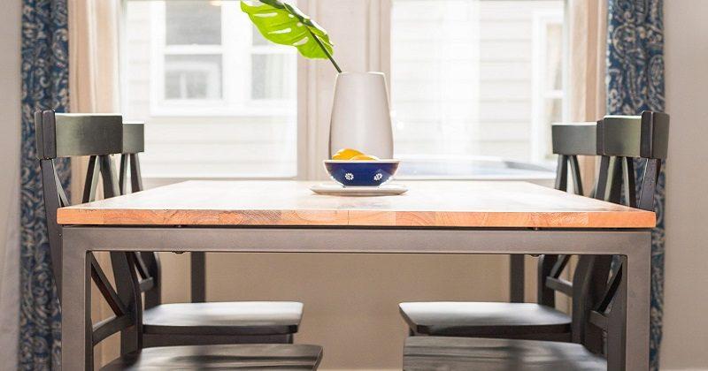 Stół drewniany na wymiar – czy taki mebel musi być nudny?
