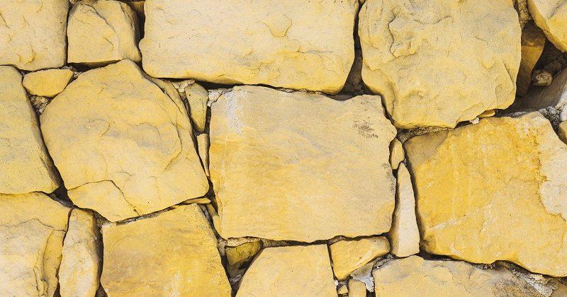 Piaskowiec – idealny materiał na zewnątrz i wewnątrz budynku