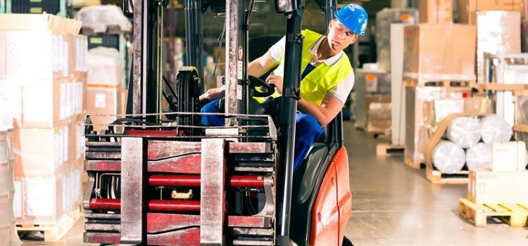 Pracuj jako operator wózka widłowego. Zdobądź odpowiednie kwalifikacje z Centrum Szkolenia Zawodowego